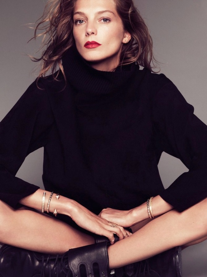 le-fashion-blog-daria-werbowy-black-turtleneck-sweater-red-lipstick-bracelets-combat-boots-via-marie-claire-france